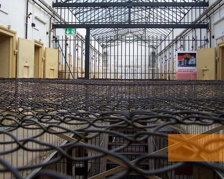 Bild:schwerin, 2004, innenraum, dokumentationszentrum