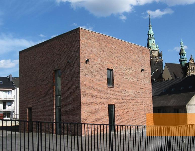 http://www.memorialmuseums.org/img/cache/ba44d07273d0d4c8013bb26eabddea03_w774_h600.jpg
